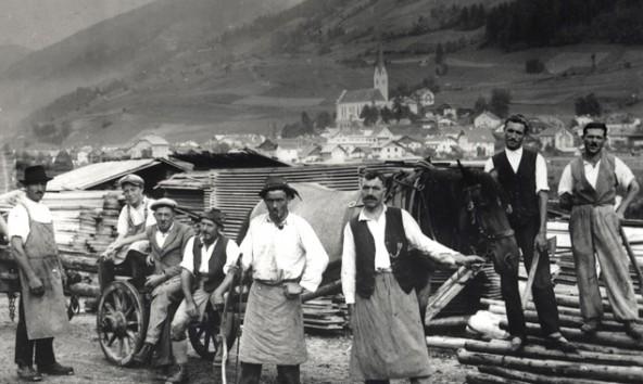 Arbeiter im Sägewerk der Familie Atzwanger, 1934. (Foto: Kulturinitiative Sillian)
