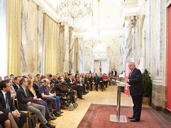Sozialminister Hundstorfer dankte in seiner Rede für die aufopfernde Tätigkeit und hohe menschliche Kompetenz. Foto: Mike Ranz