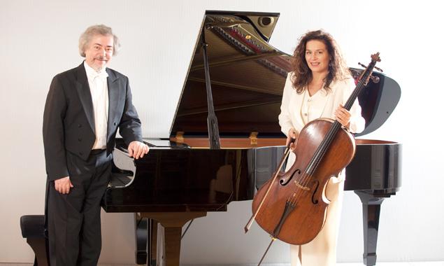 """Cellistin Yvonne Timoianu und Alexander Preda (Klavier) widmen ihr Konzert den """"3B"""",  Bach, Beethoven und Brahms."""