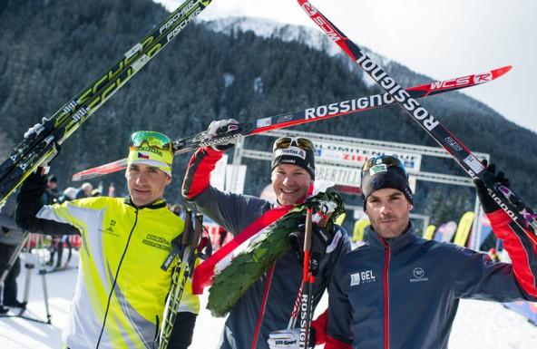 Das Siegertrio, von links: Zweiter Platz Petr Novak (AUT), Gewinner Toni Livers (SUI) und Dritter Platz Adrien Mougel (FRA).