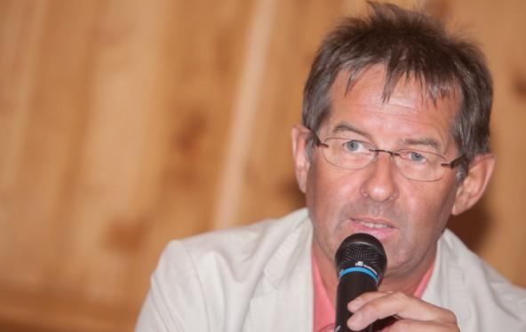 Der Politikwissenschaftler Reinhold Gärtner veranstaltet einen Workshop für Erzieher und referiert im Bildungshaus. Foto: Brunner Images