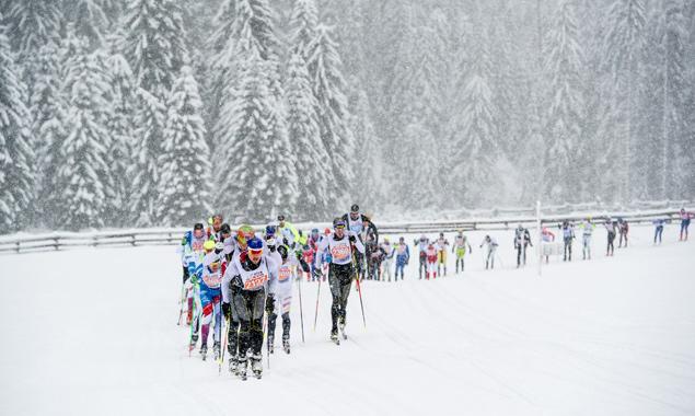 Im Jahr 2015 fand der Dolomitenlauf in frisch beschneiter Landschaft statt. Darauf hofft man auch dieses Jahr. Foto: Expa/Gruber
