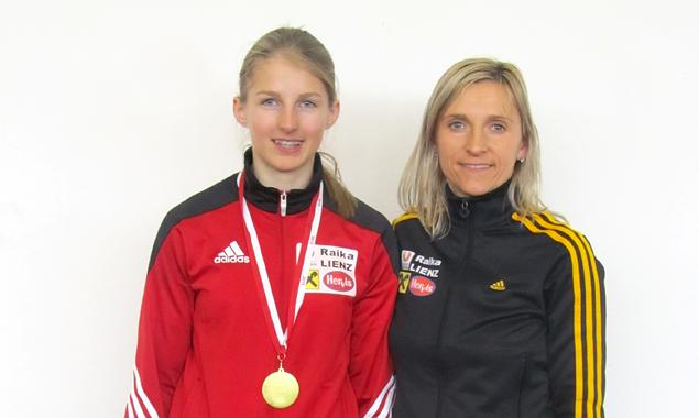 Alena Klocker (links) mit Trainerin Dr. Anna Mayer (Foto: SUR Lienz/Bürgel)
