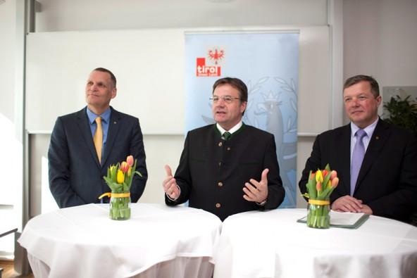 Vizerektor W. Meixner (LFUI ), LH G. Platter und LR B. Tilg erläuterten die Pläne für das Bachelorstudium Mechatronik in Lienz.