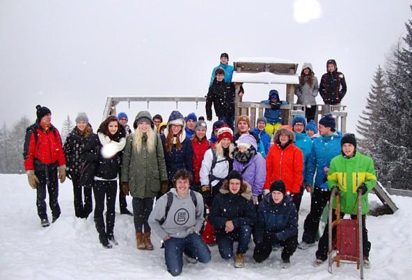 Forschungsbetrieb gab es auch auf dem Zettersfeld, wo Schüler den Schnee sogar zum Brennen brachten.