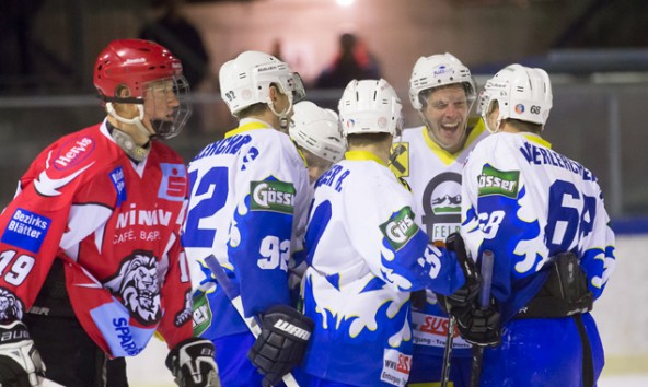 Grund zum Jubeln hatten in diesem Spiel fast nur die Iseltaler Eisbären. Fotos: Brunner Images