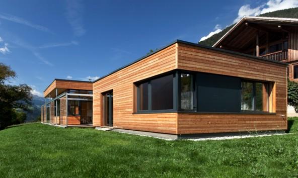 Ob Neubau, Zubau oder Umbau – Holz ist ein reizvolles Material für die Gestaltung von naturnahem und nachhaltigem Wohnen. (Foto: Christof Gaggl)