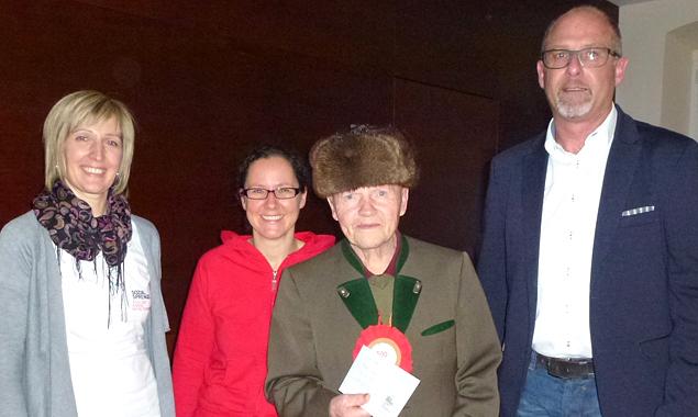 Im Bild (v.l.): GF Martha Theurl,  Katrin Ortner/Leiterin der Tagesbetreuung, Hermann Unterweger und Bgm. Bernhard Schneider (Foto: Sozialsprengel)