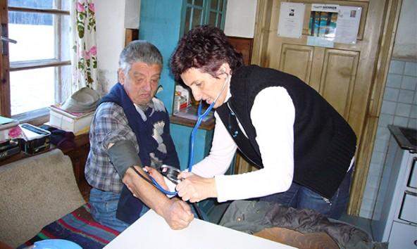 Schwester Anneliese Unterweger bei einem ihrer Einsätze in der mobilen Betreuung.