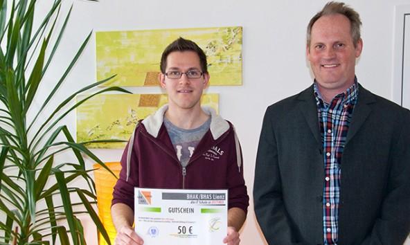Gewinner Mario Wolsegger mit seinem HAK-Professor Christian Osterer. Foto: Hannes Gailer