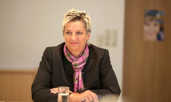 Doris Batkowski, Leiterin des AMS Lienz, sieht positive und negative Entwicklungen bei den Arbeitsmarktdaten im Bezirk Lienz. (Foto: Dolomitenstadt/Lenzer)