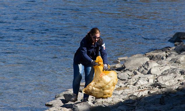 Haushaltsmüll und Hundekotbeutel sind noch die normalsten Dinge, die gefunden werden. Foto: Wasserrettung Osttirol