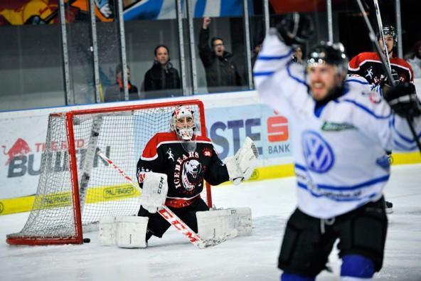 Am Ende jubelten nach dem Finalkrimi in Salzburg die Oilers. Die Eisbären aus Toblach beendeten eine toll gespielte Meisterschaft auf Platz zwei. Foto: Oberhammer