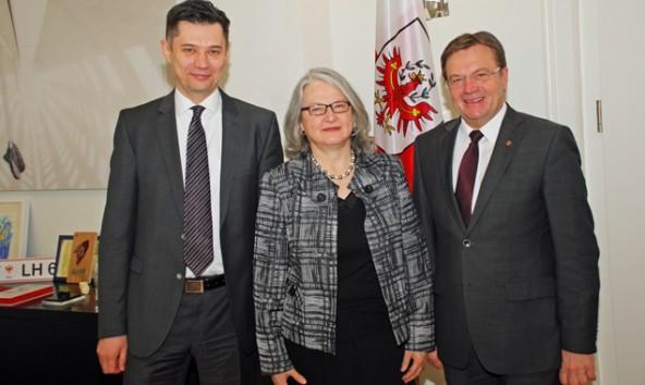 LH Günther Platter mit dem ukrainischen Botschafter Olexander Scherba (li.) und Hermine Poppeller, ab Sommer 2015 neue österreichische Botschafterin in Kiew, Ukraine. Foto: Land Tirol