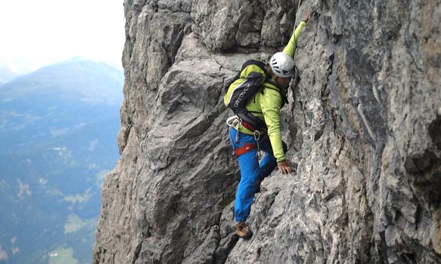 Der Osttiroler Blind Climber Andy Holzer stellte das Filmteam vor ungewohnte Herausforderungen, etwa das Klettern. (Fotos: Thimfilm)
