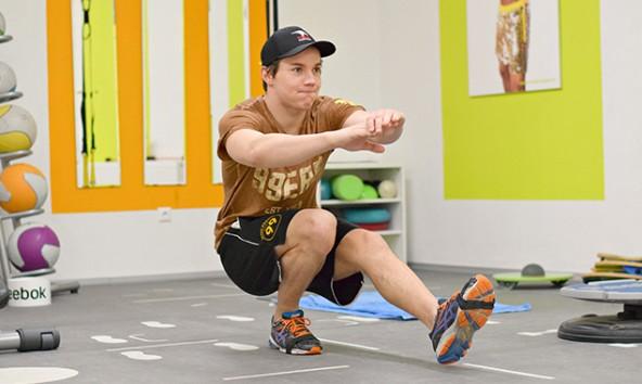 Einbeinige Kniebeugen findet Clemens Unterweger aus Erfahrung besonders effizient. Foto: Klara Fuchs