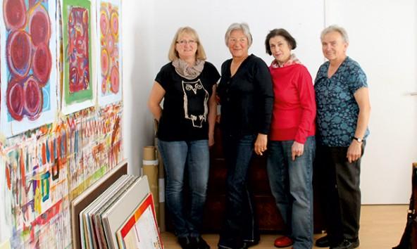 """Die Malerinnen Irmgard Sir, Gisela Jobst, Barbara Ortner und Helena Eberle der Ausstellung """"Kunst-Raum""""."""