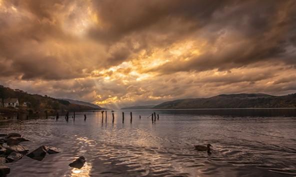 Sonnenuntergang am Loch Ness. Fotos: Jörg Schnell
