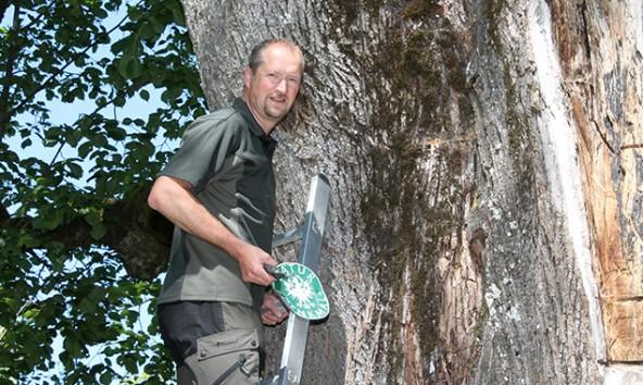 Bezirksj�germeister Martin K�nig ist es wichtig, dass der Bestand der Tiere gesichert bleibt.