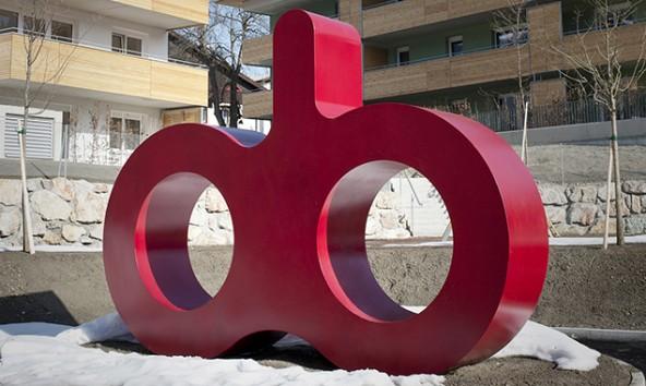 """Je nach Standpunkt sieht man die Worte """"ob"""" oder """"do"""". Foto: Miriam Raneburger"""