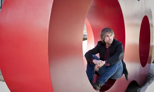 Peter Raneburger wollte nicht einfach ein Kunstwerk schaffen, Er wünscht sich ein Nachdenken und vor allem einen Ort der Begegnung. Foto: Miriam Raneburger