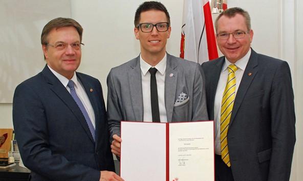 v.li. LH Günther Platter, Florian Kurzthaler und LR Johannes Tratter. Foto: Land Tirol/Wikipil