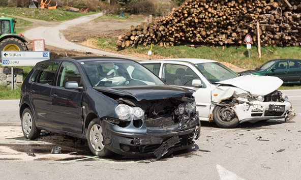 Beide Fahrzeuge wurden stark beschädigt. Foto: Brunner Images
