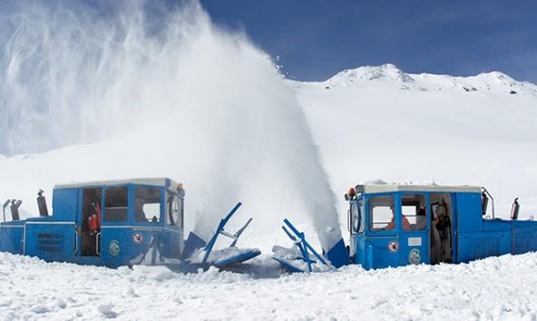 Zwei Tage haben die Arbeiter noch, um die Hochalpenstraße vom Schnee zu befreien. Foto: EXPA/ JFK