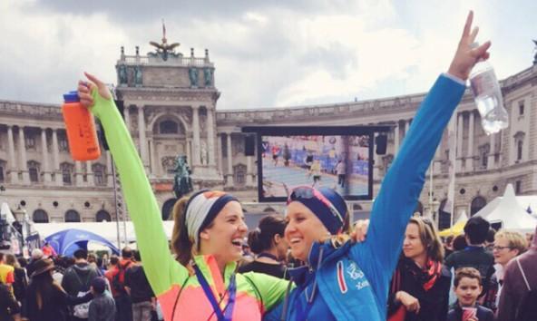 Klara Fuchs jubelt nach dem überstandenen Wien-Marathon.