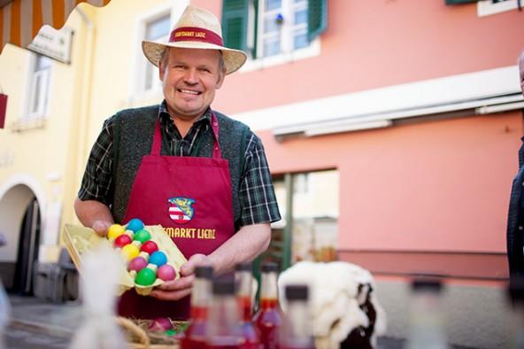 Gefärbte Eier, Reindling und andere Osterspezialitäten werden angeboten. Foto: Martin Lugger