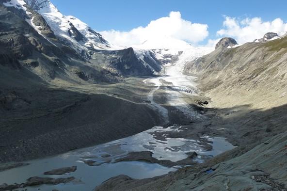 Obwohl 2014 kein schlechtes Jahr für viele heimische Gletscher war, gingen manche weiter zurück Die Pasterze verlor 53,6 Meter ihrer Zunge. Foto: Alpenverein