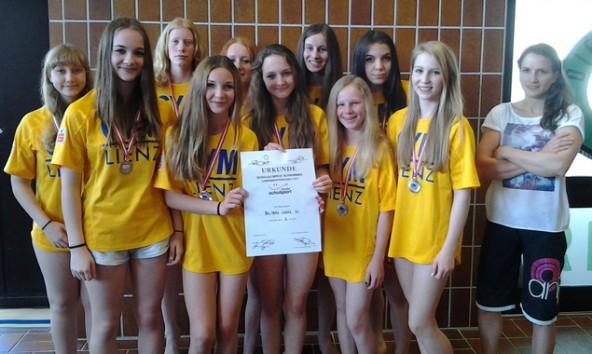 Das zweitplatzierte Mädchenteam des BG/BRG Lienz mit Anna Stöhr (Weltmeisterin im Bouldern)