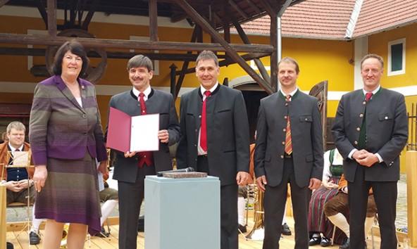 Präsidentin Eva Nowotny (UNESCO-Kommission), Bürgermeister Dietmar Ruggenthaler, Bürgermeister Anton Steiner, Widderhalter Andreas Marine,, Franz Wurnitsch (Pfarrgemeinderatsobmann Virgen).