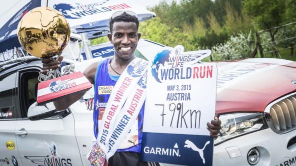 """Der Äthiopier Lemawork Ketema verteidigte in St. Pölten seinen Titel und krönte sich erneut zum """"Global Wings for Life World Run Champ 2015"""". (Foto: © Philip Platzer)"""