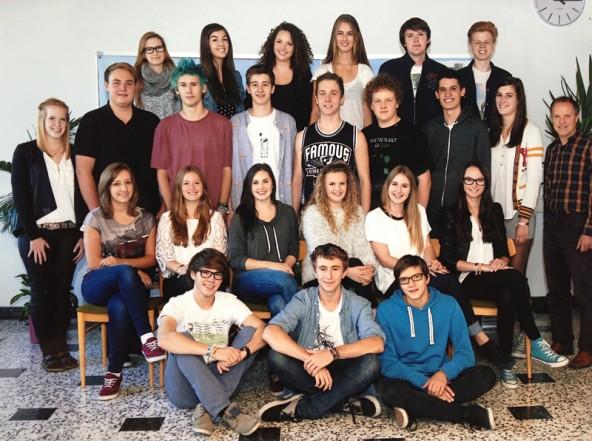 Unmittelbar nach der Matura wollte niemand vor die Kamera, also gibt's hier das offizielle  Klassenfoto der 8a des BG/BRG Lienz. Foto: Schober/Spittal