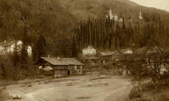Lavanter Ansicht, Blick auf das heutige Oberdorf, im Hintergrund das Pfarrwidum und die beiden Kirchen. Erstellungsdatum unbekannt.