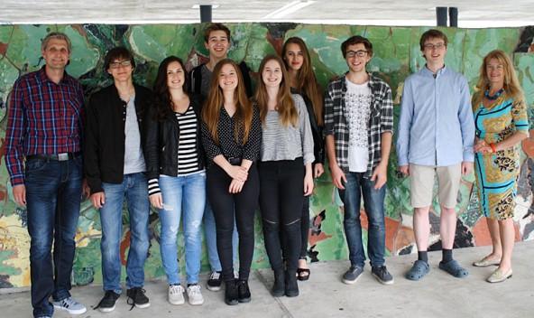 Vorne von rechts: Ursula Strobl, Florian Flatscher, Benjamin Wild, Hannah Pichler, Verena Gufler, Katharina Salcher, David Ragger, Prof. Arno Oberegger. Hinten: Sarah Walder und Sebastian Kieberl.