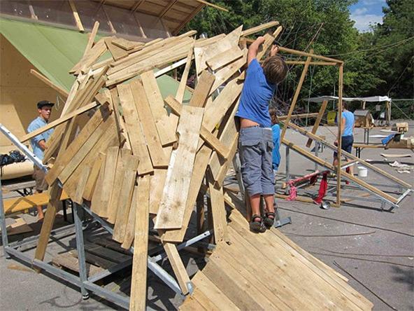 """So könnte das Objekt der Architekturklasse """"Hausen mit Holz"""" aussehen."""