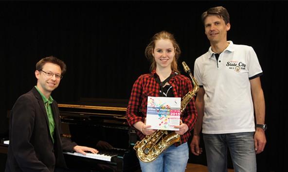 v..l.: Korrepetitor Florian Weiler, die junge Saxofonistin Johanna Mairer und ihr Musikschullehrer Wolfram Dullnig