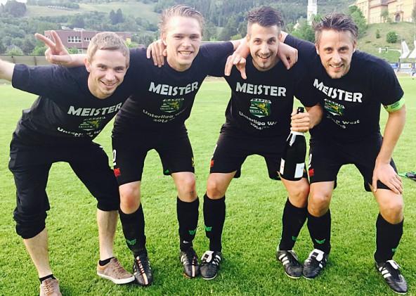 Erster Jubel nach dem Sieg in Radenthein – Rapid ist nicht mehr einzuholen und wird Meister! Von links: Markus Ebner, Andreas Überbacher, Patrick Eder, Kapitän Manuel Eder.