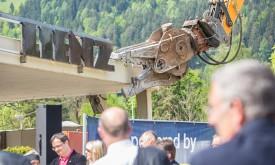 Dolomitenbad: Spatenstich mit Bagger