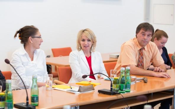 v.l.: LR Christine Baur, Elisabeth Blanik (Bürgermeisterin v. Lienz), Andreas Pfurner (Bgm. v. Nußdorf-Debant) und Simone Ortner-Trebo (Schulsozialarbeiterin)