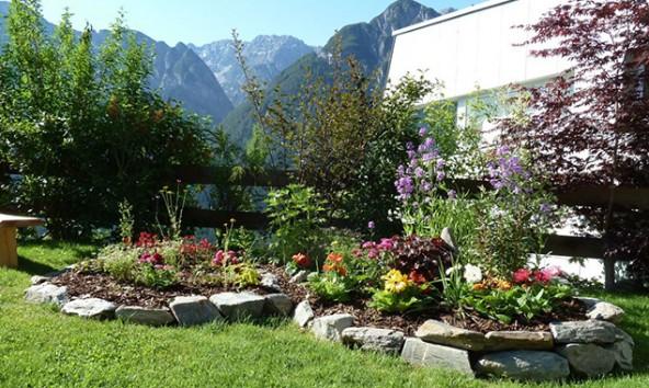Die Privatgärtner können Auskünfte über Pflanzenarten, Pflege und Arrangements geben. Man kann aber auch einfach nur durch die Gärten flanieren und den Anblick genießen. Fotos: Thomas Schrotter