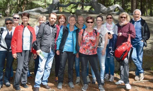 Nach einer meditativen Wanderung auf dem Franziskusweg in Sand in Taufers feierten die neuen HospizbegleiterInnen ihren Abschluss.