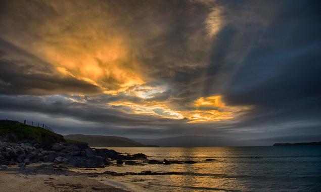 Der erst am späten Abend stattfindende Sonnenuntergang bei Durness war spektakulär. Fotos: Jörg Schnell