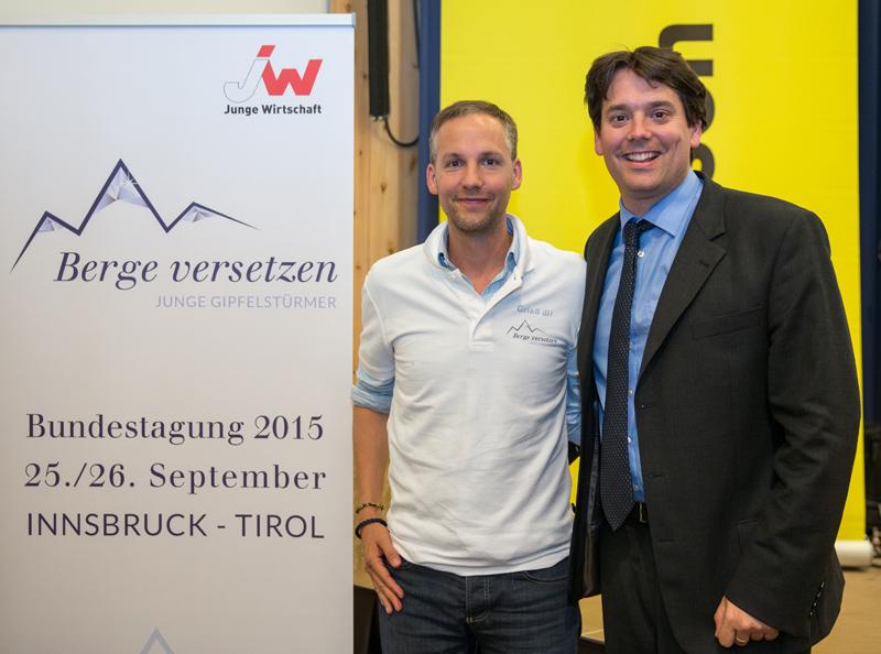 v.l.: Herbert Rohrmair-Lewis (Bundesvorsitzender Junge Wirtschaft Österreich) und Impulsreferent Rene Schmidpeter.