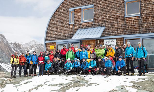 Die Bergsteiger des GlocknerSummit 2015 vor der Stüdlhütte, auf 2.801m. Fotos: EXPA/Groder