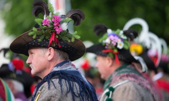 Kals feierte mit Wissenschaftern, Schützen, Freiwilliger Feuerwehr und Musikkapelle. Fotos: EXPA/Johann Groder