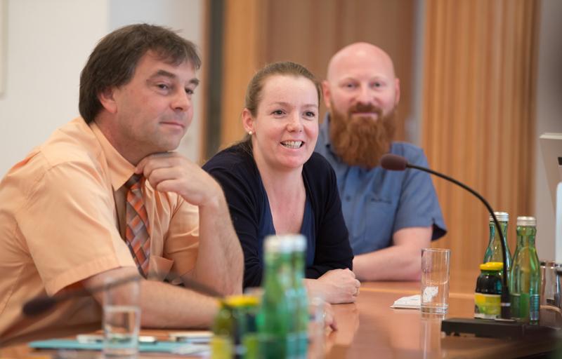 Andreas Pfurner (Bürgermeister v. Nußdorf-Debant) zeigt sich begeistert über die Schuso. Ortner-Trebo erklärt ihre Arbeitsmethode und Philipp Bechter, der dienstälteste Schulsozialarbeiter Tirols, schwärmt von der Herzlichkeit, mit der Lienz die Schuso aufgenommen hätte.