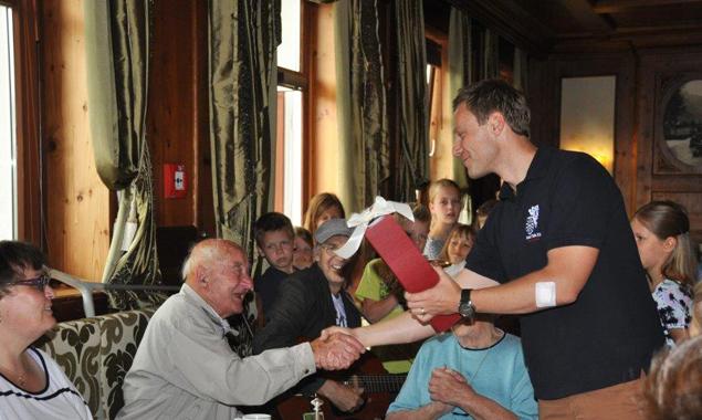 Sebastian Hauser wird demnächst 100 Jahre alt. Sein Geburtstag wurde bereits ein wenig vorgefeiert. Foto: Sozialsprengel